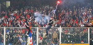 Ultrà serbi scatenati a Marassi. Ap