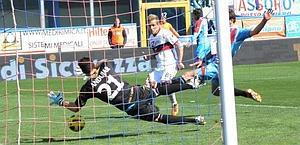 Il gol di Antonio Floro Flores. Ansa