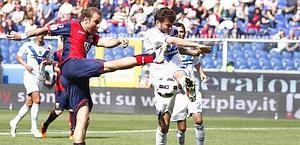 Rodrigo Palacio mattatore a Marassi. LaPresse