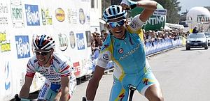 Roman Kreuziger batte Emanuele Sella. Bettini
