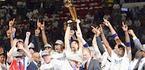 Nowitzki alza il trofeo: a Miami. Ansa
