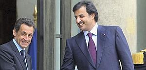 Nicolas Sarkozy con Tamim Al Thani. Ap