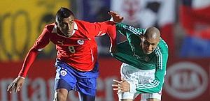 Il cileno Arturo Vidal (a sinistra) è un obiettivo di Juventus e Napoli