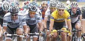 Alberto Contador a fianco di Thor Hushovd. Ansa