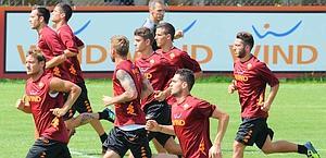 La Roma in allenamento. Ansa