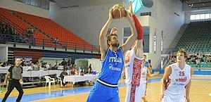 Andrea Bargnani tries to break through the Russian defence. Ciam/Cast