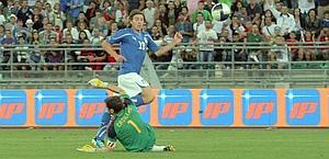 Il bel gol dell'1-0 segnato da Montolivo. Ansa