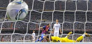 Il tiro di Villa scalva Casillas: 1-1. Reuters