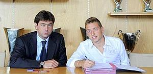 Emanuele Giaccherini, 26 anni, col presidente Andrea Agnelli. LaPresse