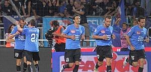 L'esultanza del Novara per il 3-1 all'Inter.