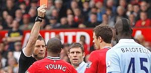 Minuto 47: rosso a Evans e lo United resta in 10. Reuter