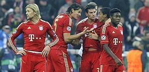 I giocatori del Bayern festeggiano dopo il fischio finale. Reuters