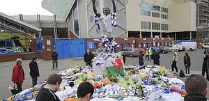 Il tributo dei tifosi a Speed a Elland Road. Reuters