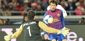 Il pallonetto del primo gol di Messi, 24 anni. Afp