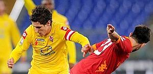 Stevan Jovetic salta Leandro Greco. Ansa
