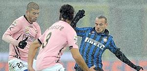 Wesley Sneijder: esterno sinistro. Ansa