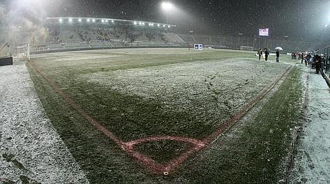Lo stadio Atleti Azzurri d'Italia di Bergamo, chiuso per neve. Ansa