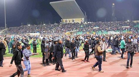Polizia in campo a Port Said. LaPresse