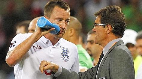 Fabio Capello con John Terry in nazionale. Ansa