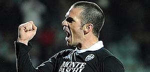 Gaetano D'Agostino esulta dopo il momentaneo 2-0. Ansa