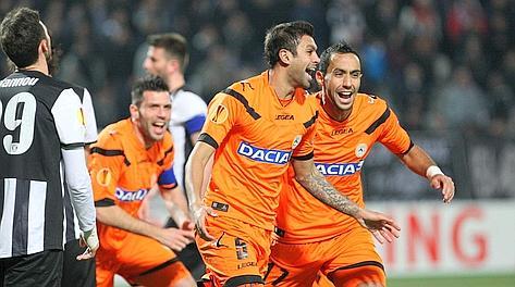 Danilo festeggia con Benatia dopo aver segnato il gol dell'1-0. Afp