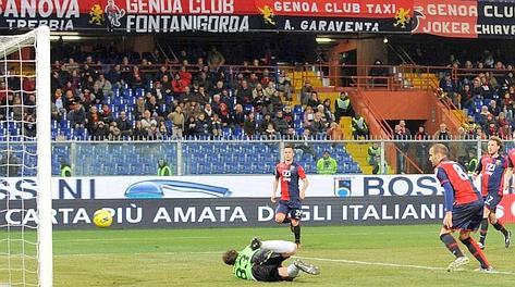 Palacio riprende la respinta di Mirante sul suo calcio di rigore e riapre la partita. LaPresse