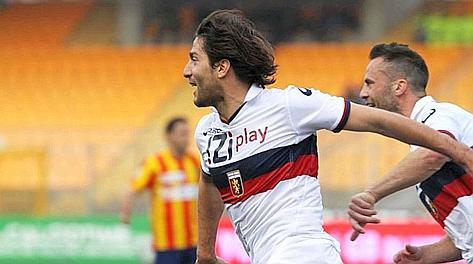 Giuseppe Sculli esulta dopo l'1-0 di tacco. LaPresse