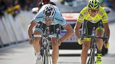 Tom Boonen batte Pippo Pozzato. Bettini
