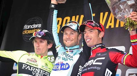 Pozzato, Boonen, Ballan: il podio del Fiandre. Bettini