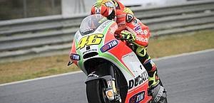 Valentino Rossi sulla nuova Desmosedici GP12. Epa
