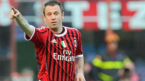 Antonio Cassano in campo: l'unica nota lieta per il Milan. Ansa