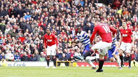 Rooney segna il rigore dell'1-0. Ap