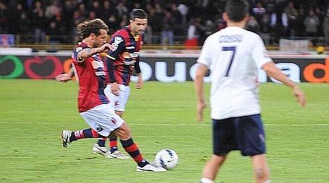 Il gol partita di Alessandro Diamanti. LaPresse
