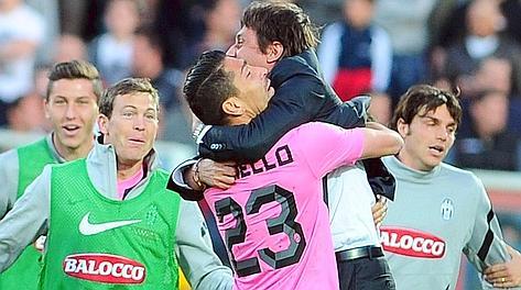 L'abbraccio tra Boriello e Conte. Afp