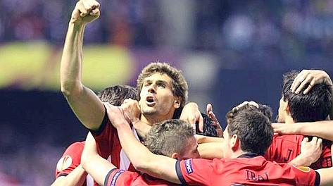 Fernando Llorente esulta dopo il 3-1 che vale la finale di Europa League. Ansa