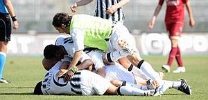 Scalise e l'Ascoli festeggiano il 2-0. LaPresse