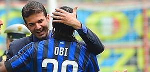 Stramaccioni abbraccia Obi. LaPresse