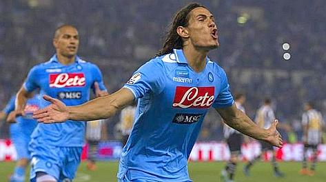 Edinson Cavani esulta dopo l'1-0. LaPresse