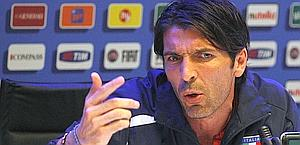 Gigi Buffon durante la conferenza a Coverciano. Reuters