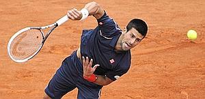 Novak Djokovic al servizio. Afp