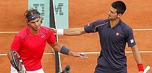Nadal e Djokovic alla ripresa del match. Reuters