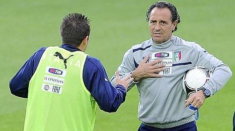Cesare Prandelli con Antonio Cassano. Ansa