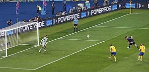 L'1-0 di Carroll. Reuters