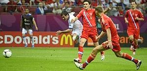 Georgios Karagounis scocca il tiro della vittoria. Ansa