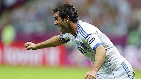 L'esultanza di Georgios Karagounis, 35 anni, dopo il gol partita. Ansa
