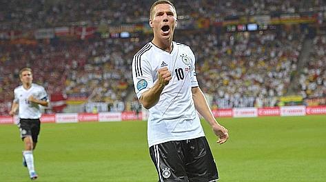 Lukas Podolski, 27 anni, festeggia con un gol le 100 presenze. LaPresse