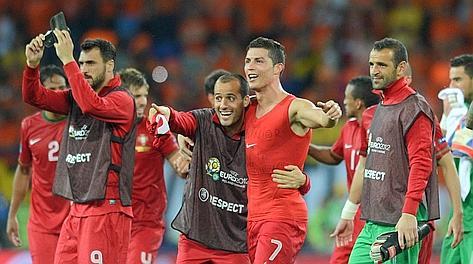 Ronaldo in trionfo col Portogallo. Afp