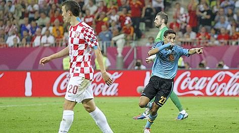 Jesus Navas festeggia il gol che vale il primo posto. Reuters