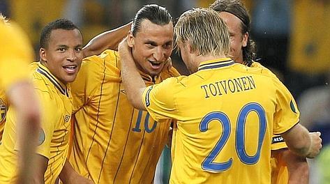 La festa per Ibrahimovic per il gol dell'1-0. Reuters