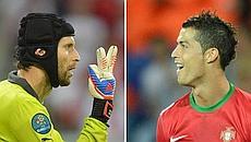 Petr Cech e Cristiano Ronaldo.  Afp